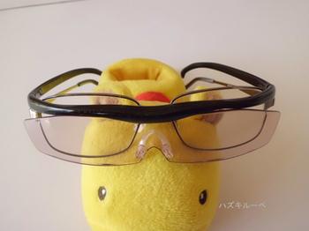 メガネの上からかけたハズキルーペ